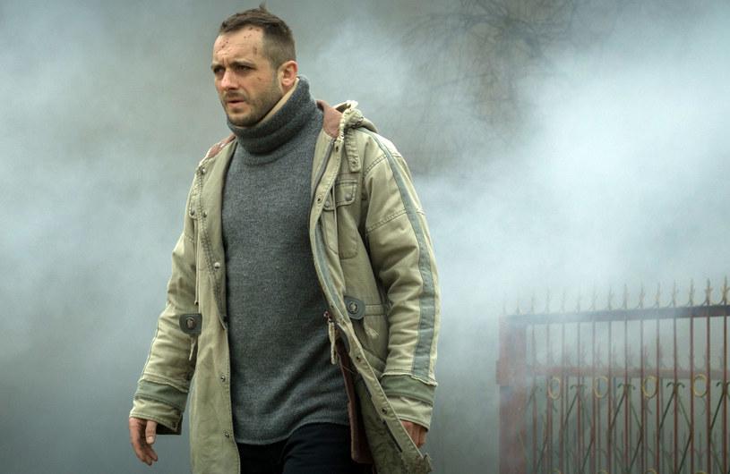Łódzki śledczy Adam Kruk trafia na Podlasie, by rozwikłać tajemnicę porwania pewnego nastolatka. – To wciągająca i trzymająca w napięciu historia – mówi odtwórca głównej roli, Michał Żurawski.