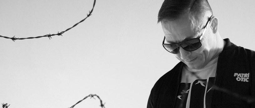 Niespodziewana śmierć Tomasza Chady zszokowała innych przedstawicieli polskiej sceny hiphopowej. Raper zmarł 18 marca w szpitalu w Rybniku w wieku 39 lat.