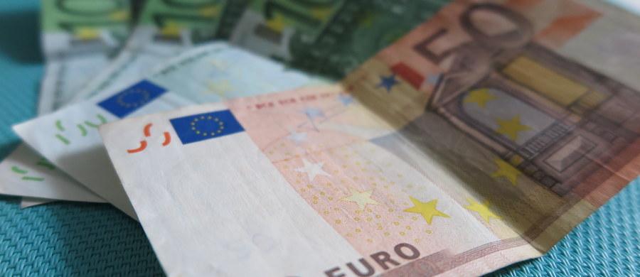 Cztery osoby, w tym warszawski adwokat, są podejrzane o pranie brudnych pieniędzy. Chodzi o sumę 1,5 mln euro. Dwie osoby zostały tymczasowo aresztowane.