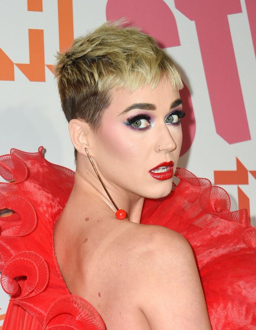 """Jeden z uczestników """"American Idol"""" postawił Katy Perry w niezręcznej sytuacji. Wszystko przez Taylor Swift."""