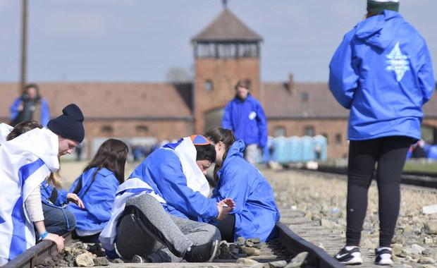 Policja zatrzymała obywatela Izraela, który – według świadków - znieważył pomnik ofiar na terenie byłego niemieckiego obozu Auschwitz II-Birkenau. Do tego zdarzenia miało dojść w środę ok. godziny 13:00.