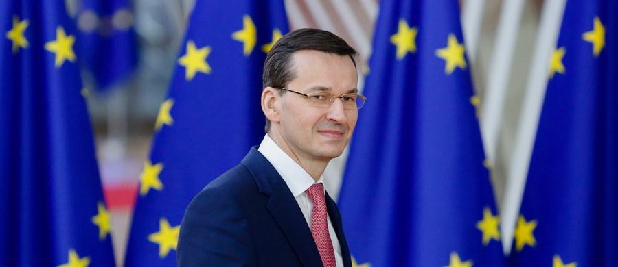 Premier Mateusz Morawiecki spotkał się w czwartek na marginesie szczytu UE z szefem KE Jean-Claude'em Junckerem. Spotkanie bardzo krótkie, przy okazji wieczornej kolacji - informuje dziennikarka RMF FM Katarzyna Szymańska-Borginon.
