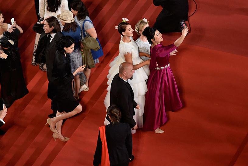 Na Międzynarodowym Festiwalu Filmowym w Cannes wprowadzane są nowe zasady, dotyczące robienie selfie. Zmiany odczują również dziennikarze.