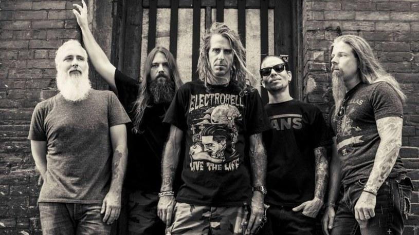 Na swoje 20. urodziny Lamb Of God wyda album z przeróbkami pod pierwotną nazwą Burn The Priest.