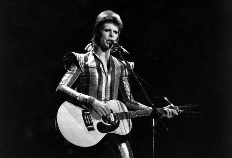 Dwa dni po odsłonięciu pomnik Davida Bowiego został zniszczony przez wandali.