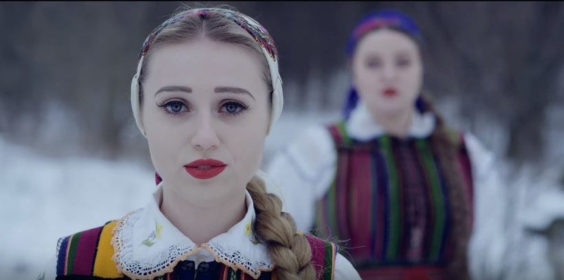 """Tulia, autorki przejmującej wersji utworu """"Nieznajomy"""" Dawida Podsiadło w wydaniu folkowym, ogłaszają premierę debiutanckiego albumu, wydawcą którego jest Universal Music Polska."""