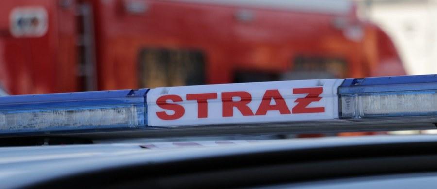 Wybuch gazu w kamienicy przy ul. Brzeskiej w Warszawie. Ranna została 80-letnia kobieta: trafiła do szpitala z poparzeniami rąk. Na szczęście obrażenia nie są groźne.