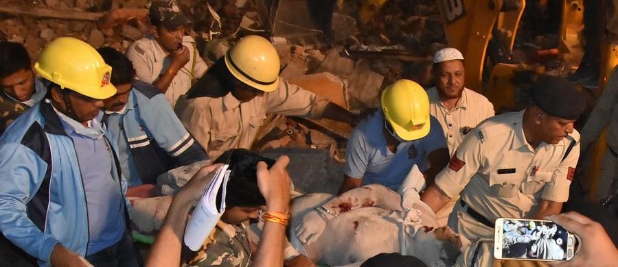 Dziesięć osób zginęło, a trzy zostały ranne w wyniku zawalenia się czterokondygnacyjnego hotelu w mieście Indore w środkowych Indiach - poinformowała w niedzielę indyjska policja. Akcja ratownicza została zakończona.