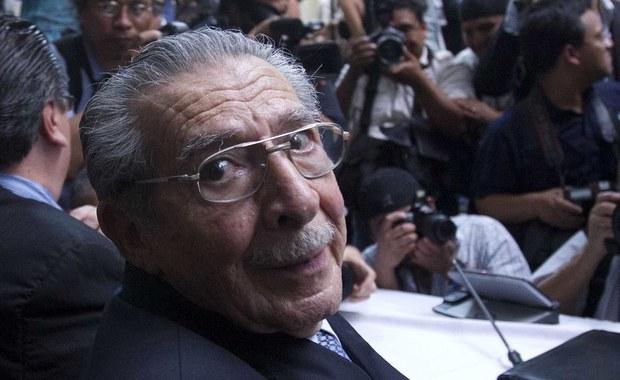 Były dyktator Gwatemali Efrain Rios Montt zmarł w niedzielę nad ranem w wieku 91 lat na zawał serca - poinformował jego prawnik. Montt był oskarżany o zbrodnie ludobójstwa wobec Indian podczas jego prezydentury (1982-1983).