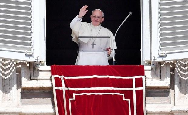 Papież Franciszek podczas spotkania z wiernymi w wielkanocny poniedziałek apelował o ponowne odkrycie braterstwa, bez którego nie ma sprawiedliwości społecznej. Podkreślił, że tylko ono może zagwarantować trwały pokój i przezwyciężyć ubóstwo.