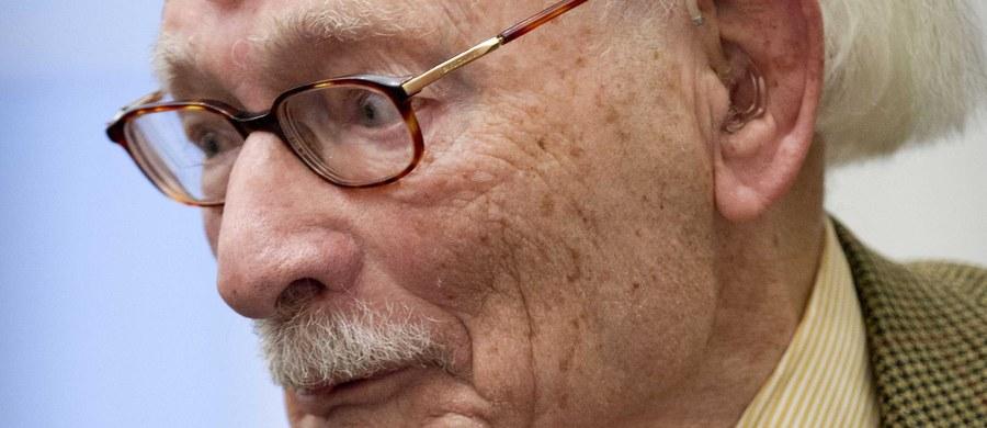 """W wieku 107 lat w Amsterdamie zmarł Johan van Hulst, który uratował z Holokaustu 600 żydowskich dzieci. Był jednym z 5595 Holendrów uhonorowanych przez Yad Vashem tytułem Sprawiedliwych pośród Narodów Świata - napisał w niedzielę """"New York Times""""."""