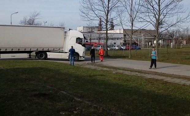 Tragiczny wypadek w Krośnie na Podkarpaciu. Na ulicy Tysiąclecia ciężarówka śmiertelnie potrąciła rowerzystkę.
