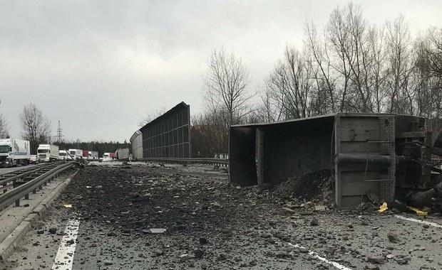Wypadek na drodze krajowej s1 w Sosnowcu na wysokości mostu biała Przemsza. Doszło tam do czołowego zderzenia dwóch samochodów ciężarowych. Jedna osoba została ranna.