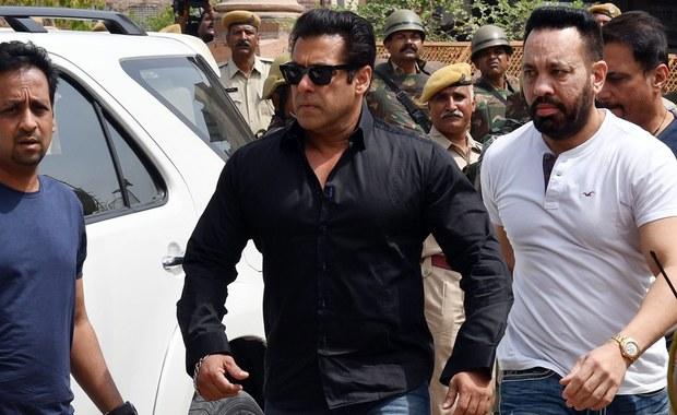 Gwiazdor Bollywood, Salman Khan, został skazany w powtórnym procesie na pięć lat więzienia za upolowanie w 1998 roku pary indyjskich antylop, będących pod ochroną jako gatunek zagrożony.