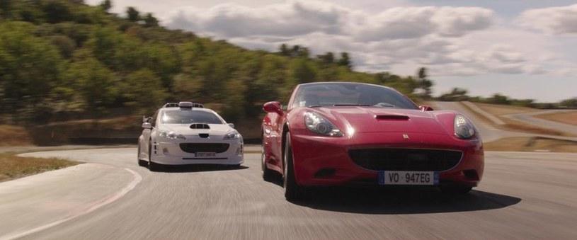 Wartka akcja, szybkie pościgi i masa śmiechu! Zapnijcie pasy - to nie będzie zwykły kurs taksówką! Dwadzieścia lat po premierze pierwszej części hitowej serii, kultowy biały Peugeot znów wyrusza na podbój kin .