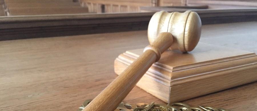 Sędzia, który był obwiniony o kradzież ze sklepu elementu wkrętarki zarządzeniem prezesa Sądu Okręgowego w Szczecinie został przeniesiony do orzekania w wydziale cywilnym tamtejszego sądu. O tej decyzji poinformowały służby prasowe sądu.
