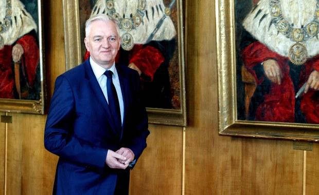 Przekazanie nagród członków rządu na cele społeczne to jednomyślna decyzja liderów Zjednoczonej Prawicy i ministrów – podkreślił wicepremier, minister nauki i szkolnictwa wyższego Jarosław Gowin.