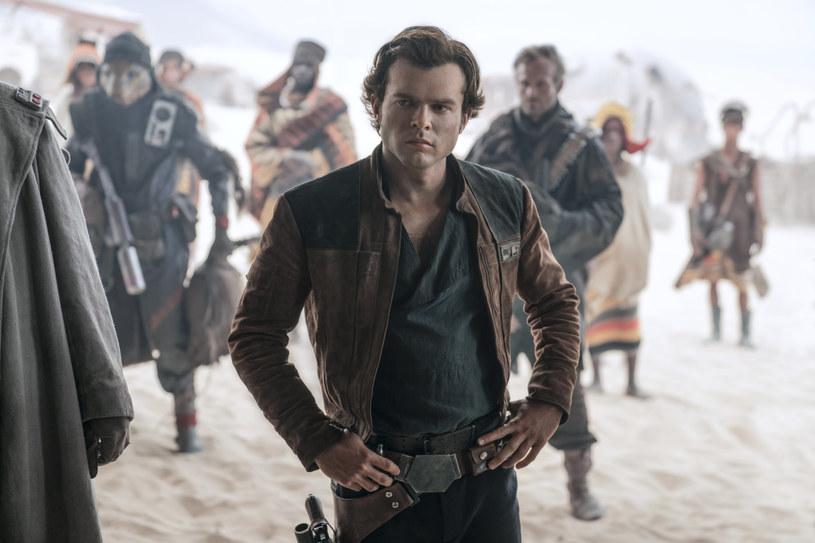 """Film """"Han Solo: Gwiezdne wojny - historie"""" będzie miał światową premierę podczas majowego festiwalu w Cannes - poinformowali organizatorzy imprezy. Obraz w reżyserii Rona Howarda nie będzie jednak rywalizował z konkursowymi tytułami o Złotą Palmę."""
