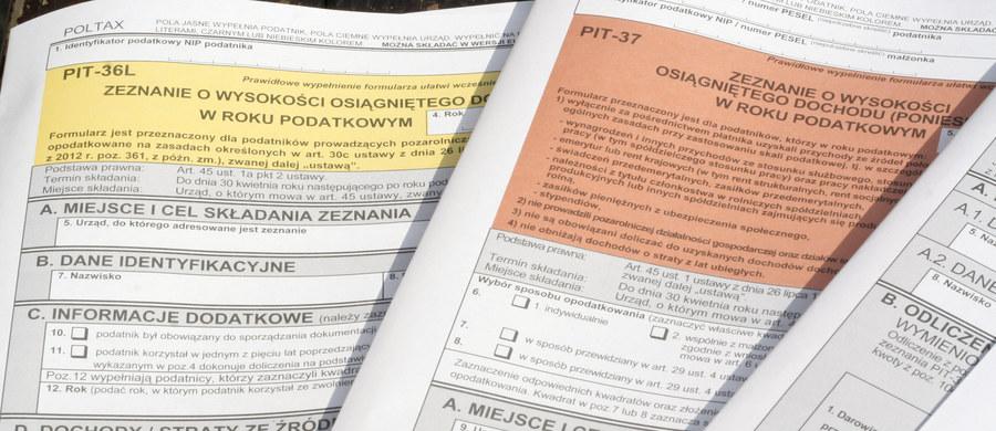 Masz problem z rozliczeniem podatków? Dziś do godziny 20:00 możesz dostać darmową pomoc urzędników fiskusa. Pracownicy skarbówki nietypowo dyżurują dziś w centrach handlowych w całej Polsce.