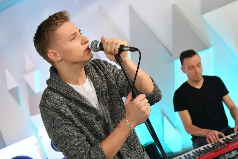"""Poniżej możecie zobaczyć najnowszy teledysk Adama Stachowiaka, który zdobył popularność w """"The Voice of Poland""""."""