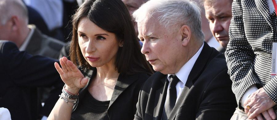 """Byli wspaniałymi rodzicami - mówiła w TVP Info, w ósmą rocznicę katastrofy smoleńskiej, córka Marii i Lecha Kaczyńskich, Marta Kaczyńska. """"Nigdy nie przestanie mi ich brakować, a z upływem czasu, coraz bardziej doceniam, jak wspaniałymi byli ludźmi i ile im zawdzięczam"""" - dodała."""