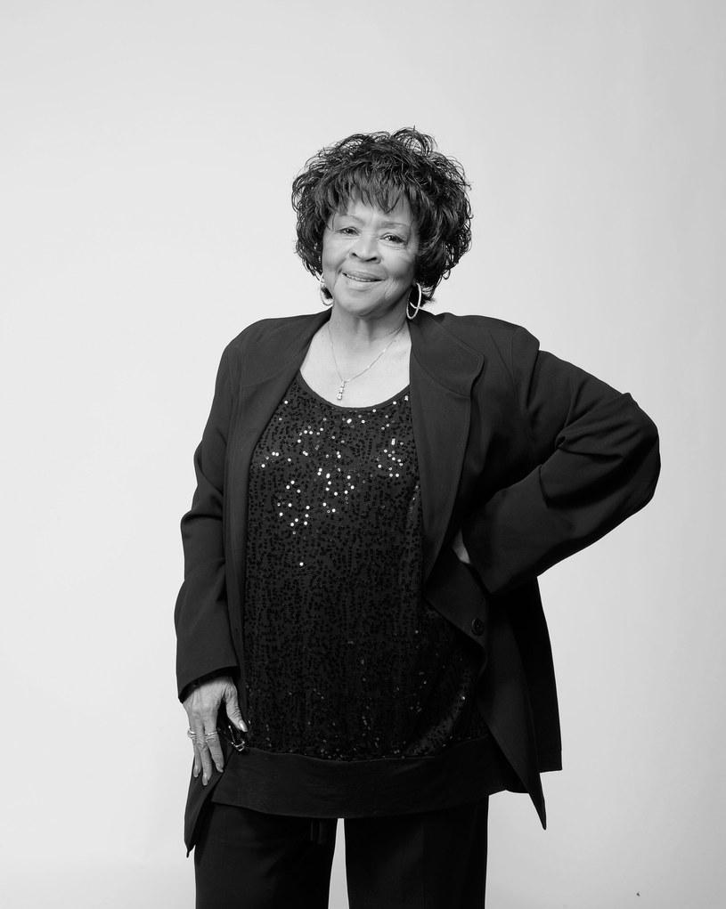 Znana z soulowej rodzinnej grupy The Staple Singers Yvonne Staples zmarła w swoim domu w Chicago.
