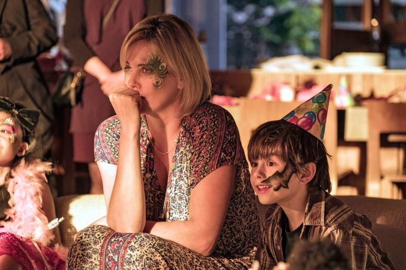 """Kobieta, matka, superbohaterka - Charlize Theron w komedii """"Tully"""" już 11 maja w polskich kinach."""
