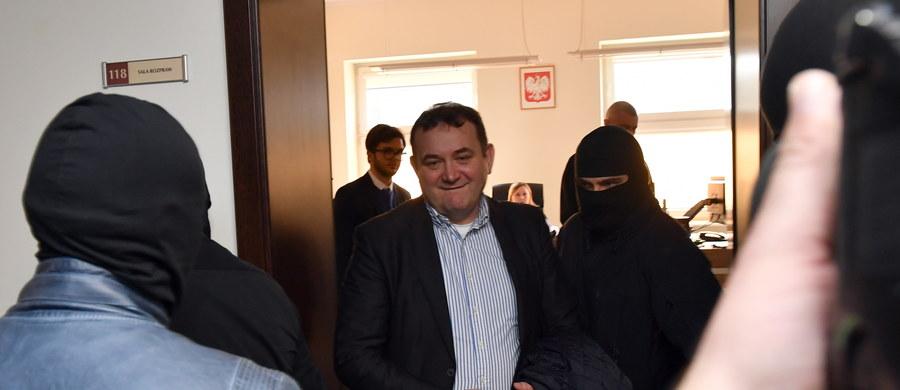 Szczeciński sąd zdecyduje dziś, czy poseł Platformy Obywatelskiej Stanisław Gawłowski zostanie tymczasowo aresztowany. Według prokuratury istnieje obawa, że na wolności parlamentarzysta mógłby próbować wpłynąć na świadków w swojej sprawie i uzgodnić z nimi wspólną linię obrony. Posiedzenie w tej sprawie rozpoczęło się o godz. 10:30, a po 3 godzinach ogłoszono przerwę. Decyzję sądu mamy poznać dopiero wieczorem.