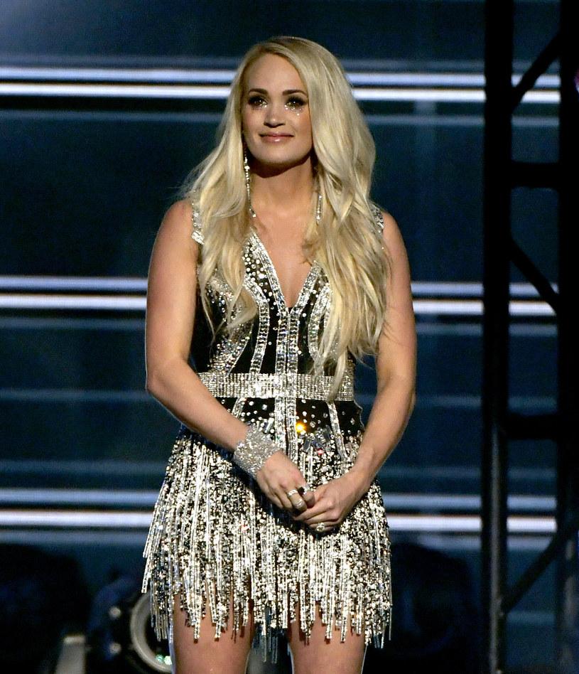 Powrót Carrie Underwood na scenę był największym wydarzeniem gali rozdania nagród ACM. 35-letnia wokalistka otrzymała owacje na stojąco.