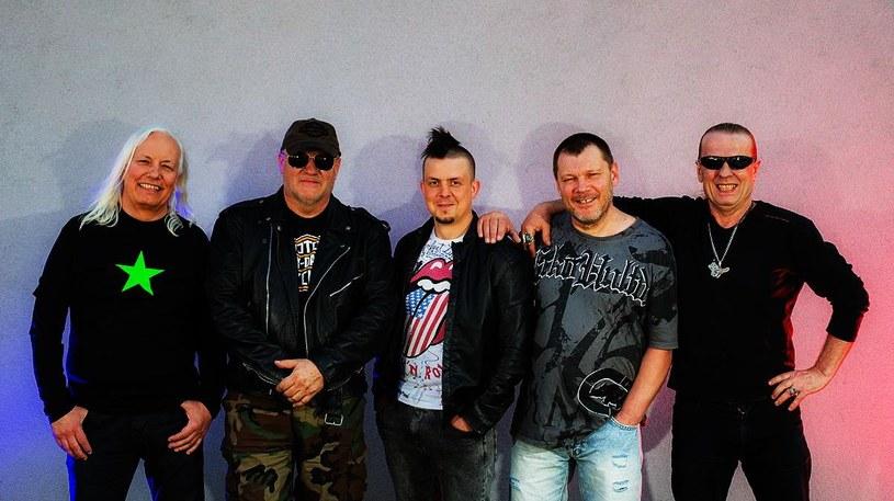 """""""Myślę że nie zostawiliśmy jeńców!"""" - tak swój koncertowy debiut w TSA opisuje znany z piątej edycji """"The Voice of Poland"""" 30-letni wokalista Damian Michalski. To właśnie on w legendzie polskiego heavy metalu za mikrofonem zastąpił Marka Piekarczyka."""