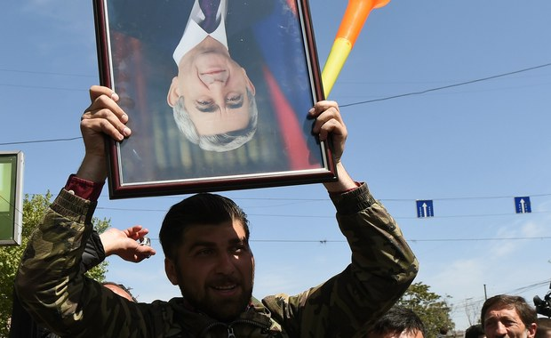 Były prezydent Armenii Serż Sarkisjan, ostatnio wybrany na premiera, wezwał w sobotę lidera opozycji do dialogu politycznego. Przywódca protestujących Nikol Paszynian jest gotów rozmawiać, ale tylko o odejściu szefa rządu.