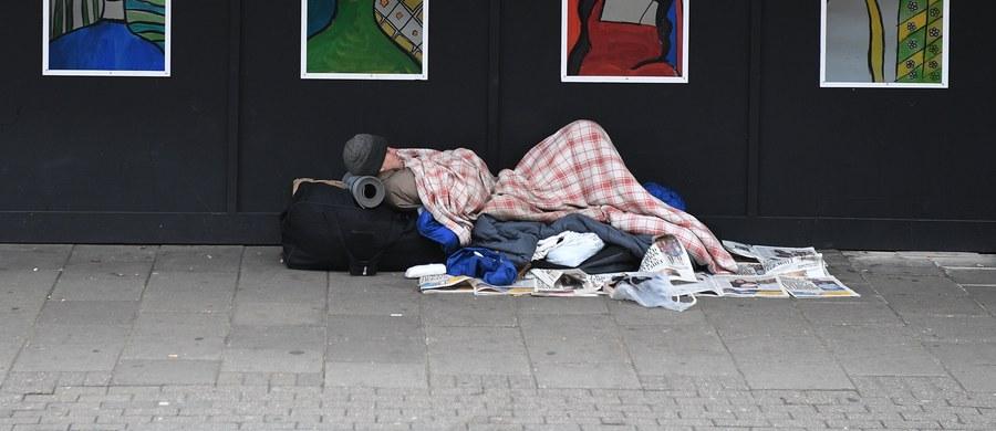 Przez imigrantów z Europy Wschodniej w Wielkiej Brytanii zwiększa się liczba osób bezdomnych, gdyż przybysze nie chcą płacić za zakwaterowanie - twierdzi poseł z ramienia rządzącej Partii Konserwatywnej.