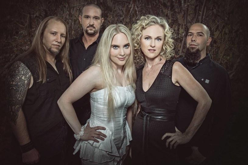 Pod koniec maja w ręce fanów niemiecko-norweskiej grupy Midnattsol trafi nowy album.