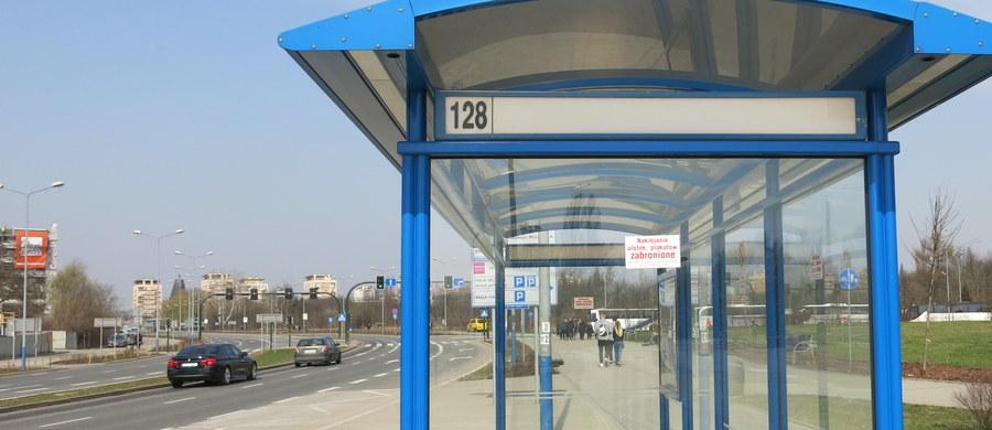 Policjanci z Tomaszowa Mazowieckiego zatrzymali 57-letniego mężczyznę, który przywłaszczył sobie 7000 zł znalezione w autobusie. Nie zgłosił tego na policję, a część pieniędzy przeznaczył na alkohol. Grozi mu do 3 lat więzienia.