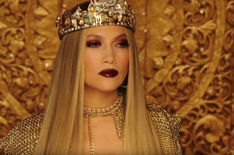 """Do sieci trafił teledysk Jennifer Lopez nakręcony do singla """"El Anillo"""". W ciągu trzech dni obejrzano go prawie osiem milionów razy."""