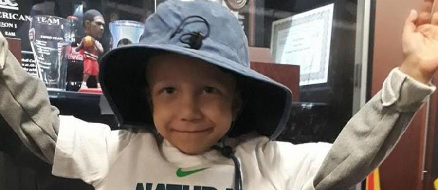 Tymon, chłopiec z podpoznańskich Złotnik, który choruje na bardzo rzadki i złośliwy nowotwór mózgu, zakończył leczenie szpitalne w USA – poinformowali rodzice chłopca. W ub. roku na leczenie sześciolatka zebrano w krótkim czasie ok. 2,3 mln zł.