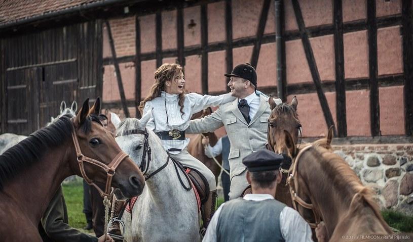 """W filmie Filipa Bajona """"Kamerdyner"""" Borys Szyc mógł dać upust swojej pasji, jaką jest jazda konno. W epickiej produkcji gra pruskiego arystokratę, Fryderyka von Kraussa."""
