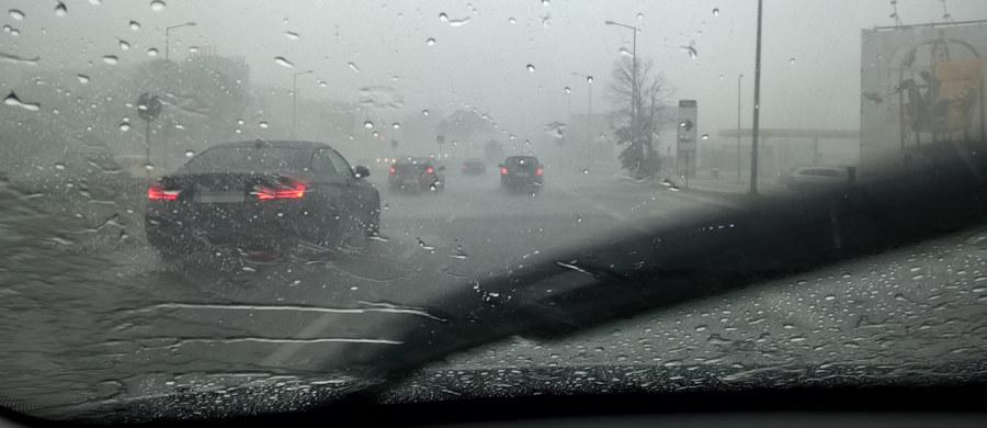 Ostrzeżenia przed burzami z gradem wydali synoptycy dla kilku województw. Będzie też mocno wiało. Miejscami nawet do 80 km/h.