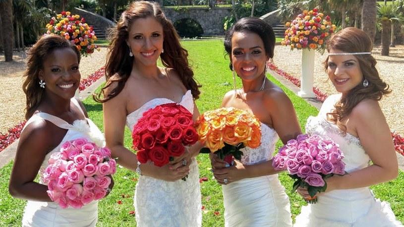 """Cztery zupełnie różne kobiety, cztery suknie, cztery przyjęcia, ale łączy je jedno - ten najważniejszy dzień w życiu! Ślub i wesele, a raczej cztery wesela! Już wkrótce w Polsacie zaczynamy bitwę na śluby! A zwycięzców zapraszamy w podróż poślubną jak z bajki. """"Cztery wesela i podróż"""" czekają na chętne pary młode."""