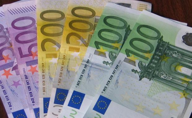 Małżeństwo Polaków zostało oszukane na 400 tysięcy euro. Para sprzedała bitcoiny. W zamian dostała fałszywe banknoty. Sprawą zajmuje się policja.