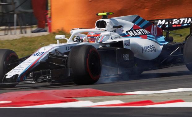 """Hiszpański dziennik """"El Mundo"""" na łamach piątkowego wydania opisuje powrót Roberta Kubicy do wyścigów Formuły 1. Jak podkreśla autor, polski kierowca jest wyjątkową osobą wśród zawodników F1, m.in. ze względu na wyznawane zasady. Kubica, który jeździł w Formule 1 w latach 2006-2010, powrócił w piątek na tor tych zawodów w ramach treningów przed niedzielnym Grand Prix Hiszpanii. Od stycznia jest rezerwowym kierowcą rozwojowym zespołu Williamsa."""