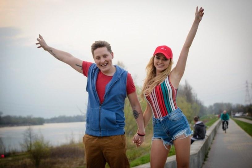 """Poniżej możecie zobaczyć najnowszy teledysk Antka Smykiewicza. """"Wspólny czas"""" wokalista spędza z modelką Olą Ciupą, Słowianką od Donatana."""