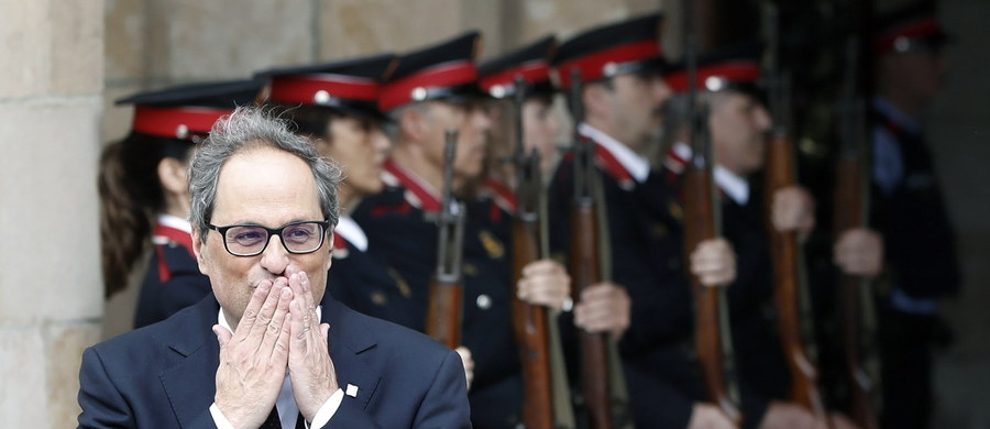 Parlament Katalonii wybrał w poniedziałek zwolennika oderwania się regionu od Hiszpanii Quima Torrę na nowego premiera, co kończy okres politycznego impasu w parlamencie w Barcelonie. Torra zapowiedział dalsze budowanie niepodległego państwa. Polityk kilka dni temu otrzymał polityczne poparcie od byłego premiera, Carlesa Puigdemonta.