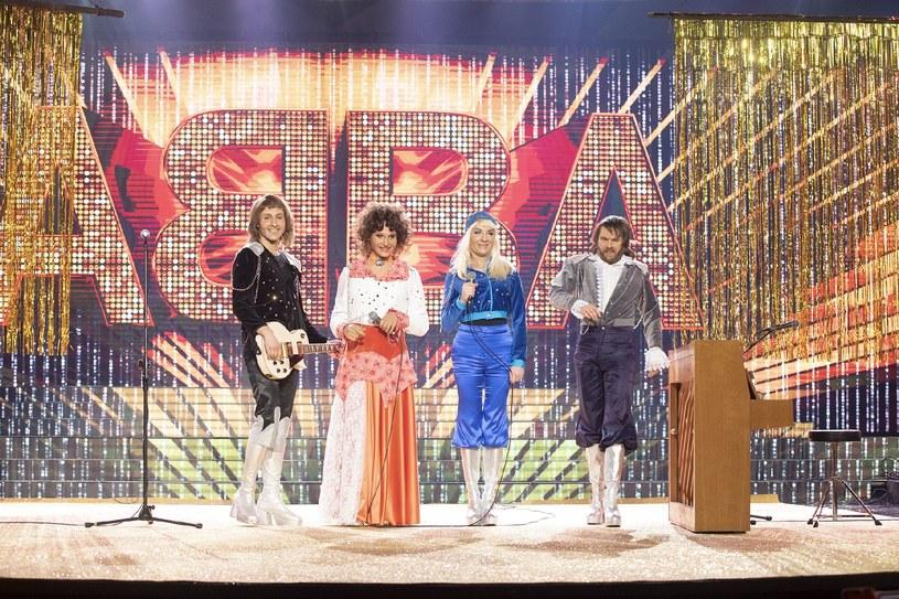 """Po tygodniowej przerwie w sobotę (19 maja) powraca """"Twoja twarz brzmi znajomo"""". W finałowym odcinku czwórka uczestników wcieli się w grupę ABBA."""