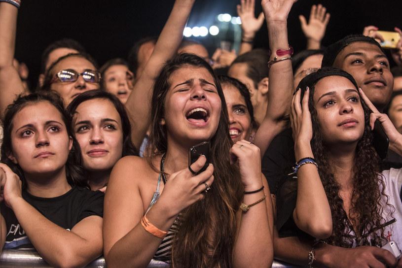 Według nowych badań, w ciągu ostatnich trzech dekad trend w muzyce popularnej zmienił się w stronę smutnych piosenek - podaje Associated Press. Jednocześnie coraz więcej utworów ma taneczny charakter, a rock traci na popularności.