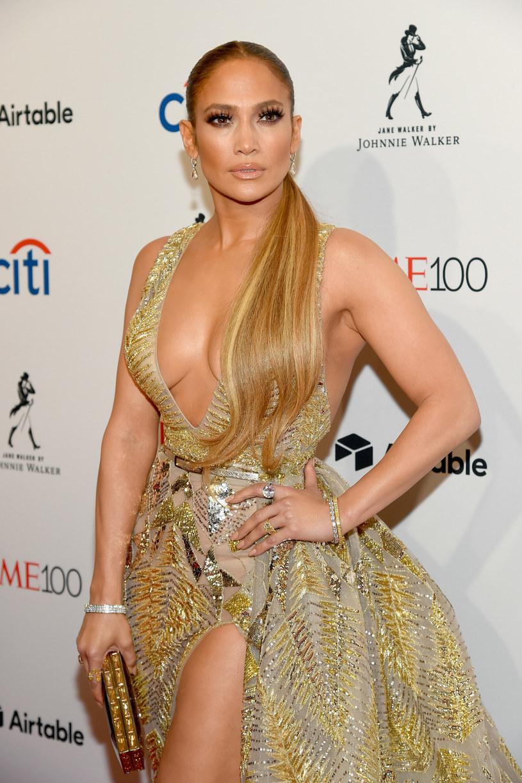 """W sieci posłuchać można nowego utworu """"Dinero"""", który Jennifer Lopez nagrała wspólnie z Cardi B i DJ Khaledem."""