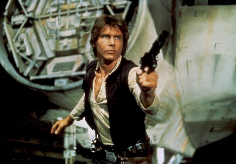 """Gratka dla bogatych fanów """"Gwiezdnych wojen"""": pistolet laserowy Hana Solo z filmu """"Powrót Jedi"""" wkrótce będzie licytowany na aukcji w Las Vegas. Szacuje się, że obiekt może osiągnąć cenę między 300 a 500 tys. dolarów."""