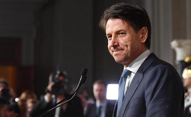 Półtora miesiąca potrzebowali Włosi na wyłonienie kandydata na premiera, który utworzy nowy rząd. Impas polityczny skończył się w środę, gdy Giuseppe Conte otrzymał od prezydenta Włoch Sergio Mattarelli misję powołania rządu. Utworzą go prawicowa Liga i antysystemowy Ruch Pięciu Gwiazd w rezultacie wyborów parlamentarnych z 4 marca.
