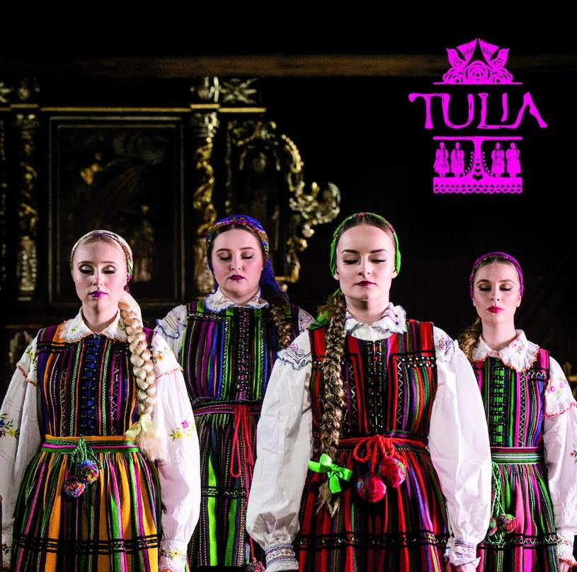 """W piątek 25 maja swój debiutancki album wydaje grupa Tulia, o której zrobiło się głośno za sprawą folkowej wersji utworu """"Enjoy the Silence"""" Depeche Mode."""