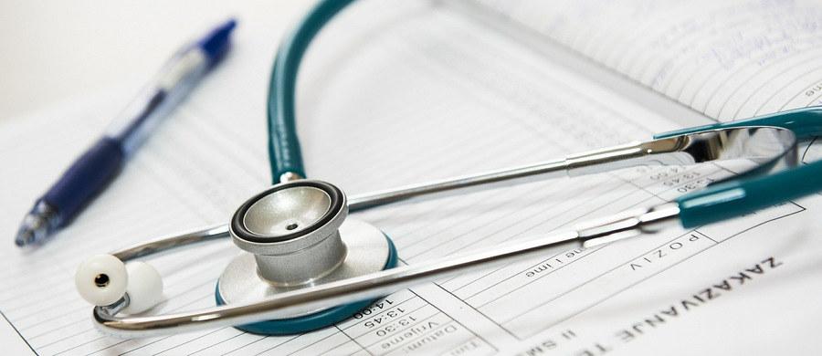 Walka z nowotworami jest coraz droższa - alarmuje w liście do Ministerstwa Zdrowia Polskie Towarzystwo Onkologiczne. O chorobie nowotworowej każdego roku w Polsce dowiaduje się ponad 160 tysięcy osób. W liście do resortu, lekarze zawarli wnioski z analizy leczenia ośmiu nowotworów na terenie województwa dolnośląskiego.